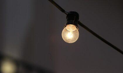 OCU calcula que la tarifa eléctrica ahorrará 21 euros anuales, pero penalizará a los de discriminación horaria