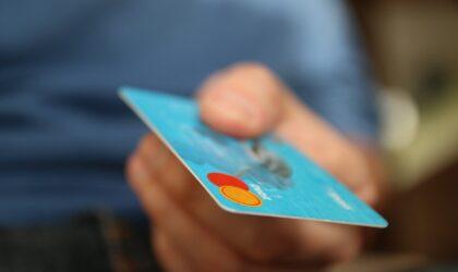 El Banco de España recuerda que las entidades no deben enviar a los clientes tarjetas no solicitadas